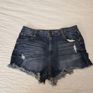 Refuge size 6 distressed short shorts